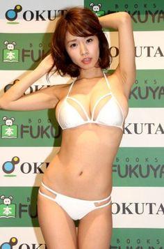 「日テレジェニック2015」の菜乃花が、ファースト写真集「nanoka」発売記念イベントを12月19日に都内で開催した。DVDでは人気をだった菜乃花は「夢だった...