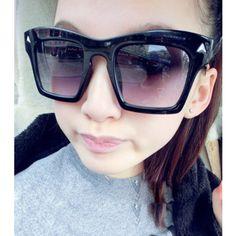 Women's 3D Square Large Frame with Rivet Sunglasses