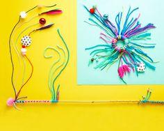 Grâce à ce tuto, réalisez chacilement un jouet pour votre chat ou votre chien. Avec leurs couleurs vives, leurs bruits et éléments suspendus ces jouets combleront les besoins de jeu de vos animaux de compagnie.