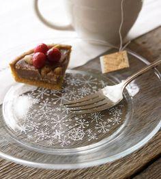 Easy snowflake plates!