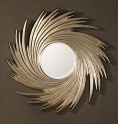 Декоративное зеркало  в оригинальной раме.