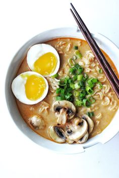 Easy & Quick Creamy Spicy Miso Ramen Recipe – Couple Eats Food - recipes for dinner easy Spicy Miso Ramen Recipe, Ramen Miso, Miso Soup, Miso Recipe, Asian Recipes, Healthy Recipes, Salsa Dulce, Homemade Soup, Salads