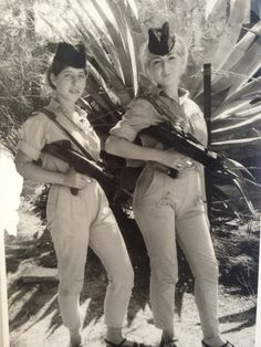 incredible pictures of IDFsoldiers, two female Israeli soldiers, 1967.  Wow, probably my mom's age.