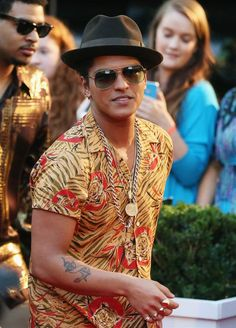Bruno Mars~ ONLY HE CAN GET BY WITH OUTFITS LIKE THIS HAHA :) STILL LOOKS SO FINE!