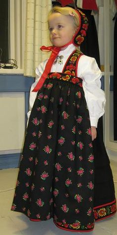 Folk costumes - Page 12 Costumes Around The World, Folk Clothing, Ethnic Outfits, Folk Costume, Ethnic Fashion, Beautiful Children, Traditional Outfits, Norway, Bridal Dresses