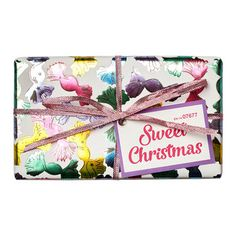Sweet Christmas Wrapped Gift LUSH Christmas 2017 includes Pink Bath Bomb and Candy Mountain Bubble Bar Lush Christmas, Homemade Christmas Gifts, Christmas 2017, Holiday Gift Guide, Holiday Gifts, Unique Gifts, Best Gifts, Handmade Gifts, Pink Baths