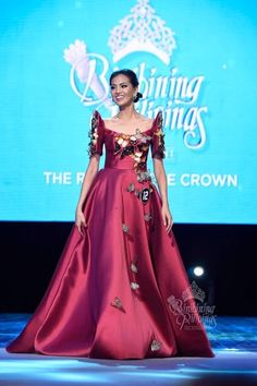 Modern Filipiniana Gown, Filipiniana Wedding Theme, Grad Dresses, Formal Dresses, Filipino Fashion, Pageant Gowns, Beautiful Gowns, Traditional Dresses, Costume Design