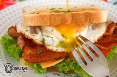 ...Pomysłowe i pyszne śniadania!: Epicki Sandwich Jajko Bekon