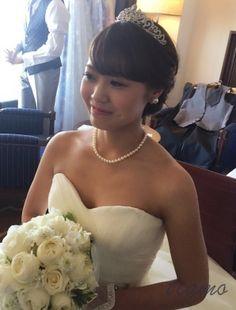 シニヨンからふわふわサイドダウンへ♡可愛い花嫁さまのホテル婚   大人可愛いブライダルヘアメイク 『tiamo』 の結婚カタログ