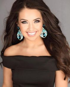 Everything You Need to Know About Pageant Headshots - Pageant Planet ! - New Ideas Teen Pageant, Pageant Tips, Pageant Hair, Beauty Pageant, Pageant Headshots, Model Headshots, Headshot Poses, Headshot Ideas, Pagent Dresses For Girls