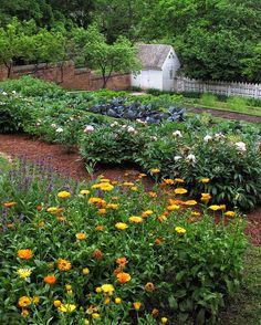 Williamsburg Gardens | Williamsburg Garden Photograph by Dave Mills - A Williamsburg Garden ...