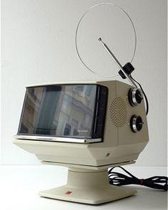 Art,fashion,design,technology etc from the atomic space age Vintage Tv, Vintage Design, Retro Design, Radios, Vintage Television, Television Set, Hifi Video, Alter Computer, Poste Radio