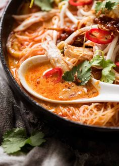 An incredibly rich, fragrant, complex flavoured broth loaded with all the essential classic Laksa toppings. Asian Recipes, Gourmet Recipes, Beef Recipes, Chicken Recipes, Cooking Recipes, Healthy Recipes, Ethnic Recipes, Cooking Ideas, Laksa Recipe