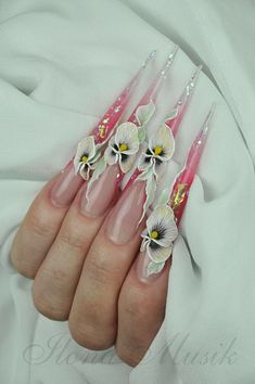 This lady Ilona Musik is an amazing Nail Tech