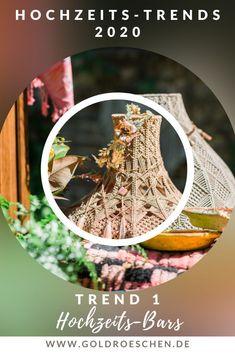 Als freie Rednerin darf ich ja auf vielen Hochzeiten tanzen und erlebe die Hochzeitsplanungen und Vorbereitungen meist hautnah mit.  Jedes Brautpaar bereitet seine eigene Hochzeit mit so viel Liebe und DIY Ideen vor, dass ich immer wieder neue Trends sehen und manchmal auch kosten darf. Hier ist meine Liste der Hochzeitstrends 2020. Ich bin gespannt, welche Ideen ich auf der einen oder anderen Hochzeit tatsächlich sehen darf. Foto: Heike Möllers #Andersheiraten #HochzeitsTrend2020 #freieTrauung Wedding Story, Our Wedding, Works With Alexa, Wedding Scrapbook, Neue Trends, Motto, Kids At Wedding, Wedding Vows, Newlyweds