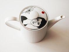 Vintage teapot Hélène with black square. €49.00, via Etsy.