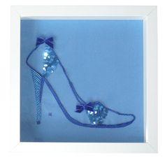 Bleuet, chaussure bleue à paillettes
