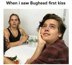 Dylan sprouse, cole sprouse, and lili reinhart image. Memes Riverdale, Watch Riverdale, Bughead Riverdale, Riverdale Funny, Dylan E Cole Sprouse, Sprouse Bros, Dylan And Cole, Cole Sprouse Jughead, Betty Cooper