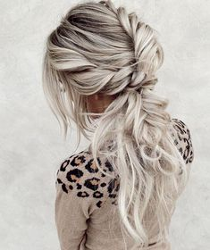 Gorgeous Braided Ponytail Hairstyles Trends for 2019 Versatile ideas of braided or wedding ponytail hairstyles for You can wear this style on every special occasion for more cute and bold look. Trending Hairstyles, Popular Hairstyles, Pretty Hairstyles, Girl Hairstyles, Wedding Ponytail Hairstyles, Braided Hairstyles, Bridal Ponytail, Bridesmaid Hair, Prom Hair