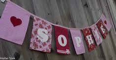 Vlaggenlijn van stof met vilten letters #vlaggenlijn #naamslinger #geboorte #meisje