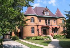 American Architecture Inspired by French Style: Chateauesque