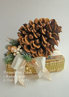 Gallery.ru / Фото #117 - Новый год - ElenaFranskevich Acorn Crafts, Fun Crafts, Candy Flowers, Paper Flowers, Chocolate Bouquet, Pine, Christmas, Gifts, Handmade