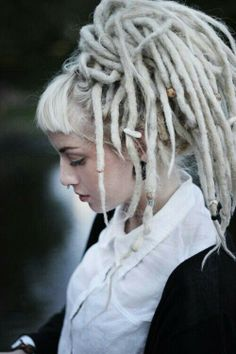 I'm thinking I want micro bangs with my dreads. Loving these.