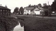 SALO VANHOISSA VALOKUVISSA 11.10.2014-18.1.2015 Salon taidemuseo Veturitallin ohjelmistossa on kuluvana syksynä omaa tuotantoa olevan 170 mustavalkoisen valokuvan suurnäyttely, aiheena oman kaupungin menneisyys. Finland, Mansions, House Styles, Beautiful, Mansion Houses, Manor Houses, Villas, Fancy Houses, Mansion