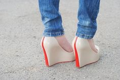 white/red wedge