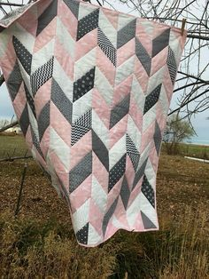 Baby Quilts Easy, Cute Quilts, Pink Quilts, Baby Girl Quilts, Girls Quilts, Chevron Baby Quilts, Herringbone Quilt, Quilted Baby Blanket, Patchwork Blanket