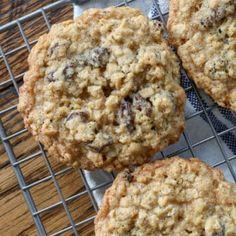 Candy Cookies, Cookie Desserts, Fun Desserts, Cookie Recipes, Dessert Recipes, Sugar Cookies, Soft Oatmeal Raisin Cookies, Raisin Recipes, Sugar Free Recipes