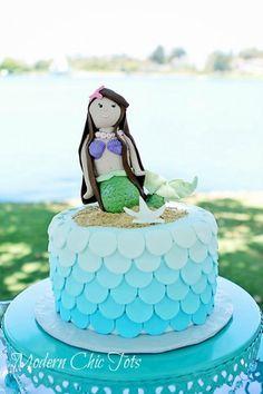 Circle scallops on mermaid cake