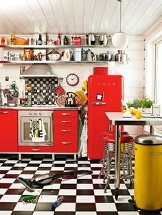 Cuisine Retro kitchen with a stunning red Smeg !