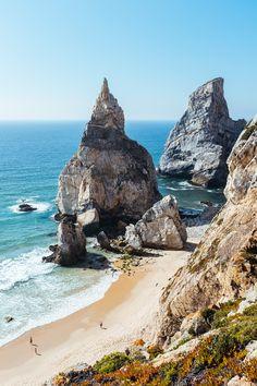 Itinéraire pour une semaine de roadtrip depuis Lisbonne jusqu'à Coimbra en passant par les hauts lieux du surf : Ericeira, Peniche et Nazaré.