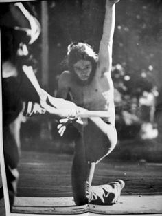 New York City Flying Disc Freestyle Frisbee 1970's Central Park NYC Central Park Nyc, Flying Disc, Ultimate Frisbee, Old Photography, Disc Golf, New York City, 1970s, Life, People