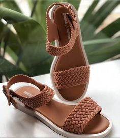 Sandals for this summer Shoes Flats Sandals, Sandals Outfit, Girls Sandals, Girls Shoes, Pretty Shoes, Cute Shoes, Me Too Shoes, Dream Shoes, Crazy Shoes