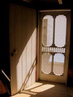 Old wooden screen door.reminds me of the sound of the screen door at my Grandmothers house. Vintage Screen Doors, Old Screen Doors, Wooden Screen Door, Old Doors, Wooden Doors, Barn Doors, Porch Doors, Windows And Doors, Panel Doors