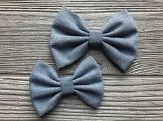 Welcome to my shop and thank you for looking!  This listing is for one large or medium chambray headband. They are 100% cotton and are attached to a soft nylon headband so there are no markings on your babys head. Choose from 7 different color bands or alligator clip. - Large bow measures approximately 4 wide - Medium bow measures approximately 3 wide - Headband is one size fits all. - Alligator clip has a silicone no slip grip attached. - All bows are made using a sewing machine and a…