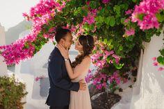 Magical loving wanderers stop by Santorini – Santorini Photographer Anna Sulte