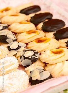 E per merenda.. biscottini di frolla montata senza glutine e senza lattosio! Ninfadora è riuscita ad ottenere degli ottimi biscottini di frolla montata senza glutine e senza lattosio. Ideali per un tè, perfetti sul tavolo di un buffet, sono una vera tentazione!