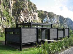 Casa Suesca / BAQUERIZO Arquitectos | Plataforma Arquitectura Prefab Homes, Modular Homes, Cabin Homes, Container Architecture, Modern Architecture House, Modern Tiny House, Modern House Design, Casas Containers, House On Stilts