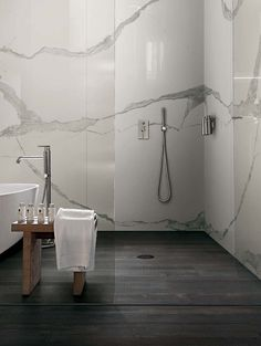 A marble and wood effect for elegant design spaces: I Classici di Rex