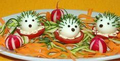 15 recettes d'oeufs faciles à réaliser avec les enfants Cute Snacks, Cute Food, Good Food, Fruit Decorations, Food Decoration, Food Design, Food Art For Kids, Food Carving, Food Garnishes