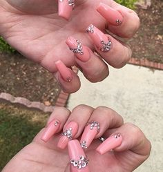 My mom @anissa.cloud's new set ☺️ this color looks so different under various lighting ....these are her NATURAL NAILS with an acrylic overlay  #nudenails #peachnails #neonnails #dallasnails #dallasnailtech #blingnails #swarovskinails #coffinnails #kyliejenner #tmblrfeature #hudabeauty #kiarasky #weddingnails #summernails #rosegoldnails #rosegold #peach #chromenails #khloekardashian #texasnails #bgdn #naildesign #clearnails