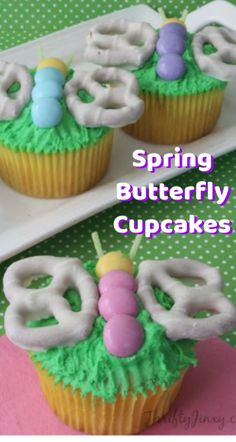 These adorable Spring Butterfly Cupcakes are fun to make starting with a boxed cake mix, white chocolate covered pretzels and MMs. They're perfect for an Easter dessert or anytime spring-themed dessert! Cupcakes Cool, Spring Cupcakes, Spring Cake, Easter Cupcakes, Themed Cupcakes, Easter Cake Mix, Mocha Cupcakes, Strawberry Cupcakes, Velvet Cupcakes