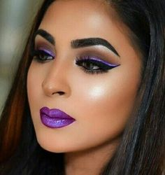 Blue eyeshadow can add to the depth of your eyes by making them exceptionally sexy whether you wear it at evening parties or weddings. Makeup Is Life, Sexy Makeup, Beauty Makeup, Face Makeup, Dark Red Lips, Dark Skin, Bold Makeup Looks, Stunning Makeup, Stunning Eyes