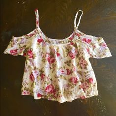 Cropped Cold Shoulder Floral Print Top Cropped flowy open shoulder top. Looks great paired with denim shorts. Never worn/ brand new Abercrombie & Fitch Tops