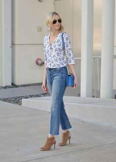 floral top, cropped flares, blue chain purse, peep toe booties, raw hem denim, spring outfit, Kendra Scot jewelry