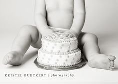 Love the proportions Smash Cakes, Cake Smash Photos, 1st Birthday Pictures, Birthday Ideas, Picture Ideas, Photo Ideas, 1st Year Cake, Cake Shots, First Birthday Photography