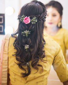Planning to leave your hair down on your D-Day, but confused which hairdo to opt for? Take cues from these gorgeous open hair bridal… Open Hairstyles, Formal Hairstyles, Bride Hairstyles, Weave Hairstyles, Saree Hairstyles, Bridal Hairstyle Indian Wedding, Bridal Hair Buns, Indian Wedding Hairstyles, Front Hair Styles